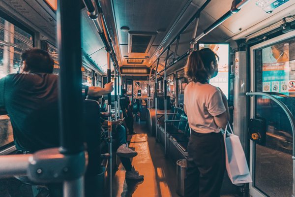 Use of public transportation for passengers arriving from overseas